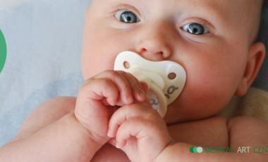 Até que idade deve o seu bebé usar chupeta?